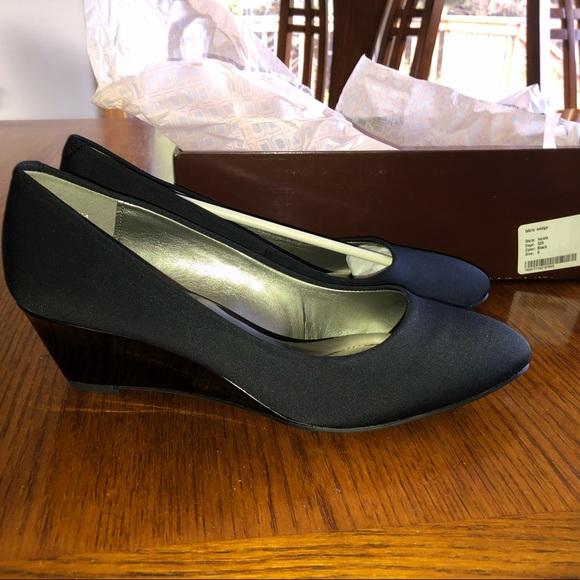 Bandolino Shoes - NEW THE Bandolino® Fayola Wedge Heel 8M